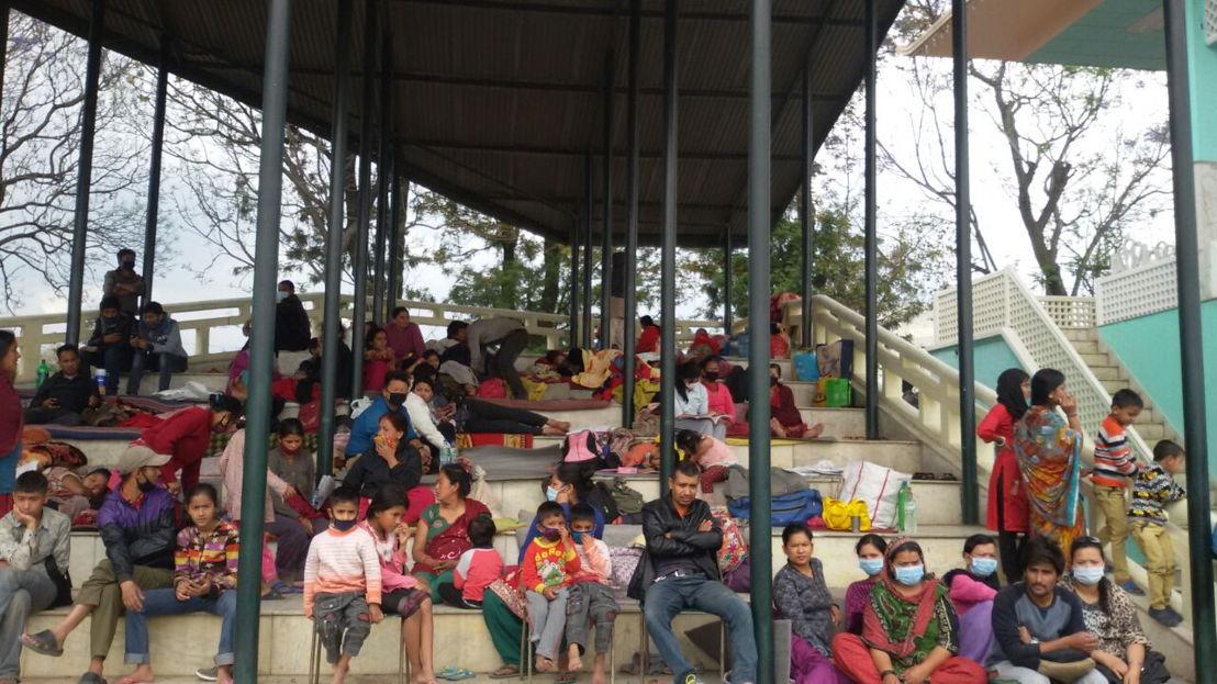 Tundikhel-kamp in het centrum van Kathmandu. Op dit ogenblik verblijven er duizenden mensen in geïmproviseerde kampen. © AZG
