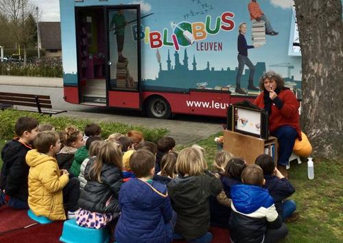 Internationaal bibliobussenfestival BUZZ palmt Ladeuzeplein in
