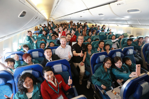 國泰航空「空中之旅」 領230名香港市民享受難忘飛行體驗