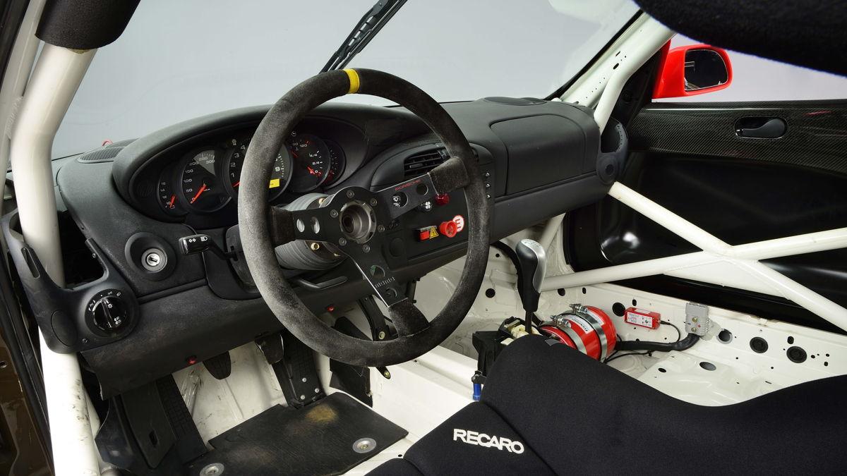 El desarrollo de los volantes modernos y repletos de funciones comienza en el año 2000.