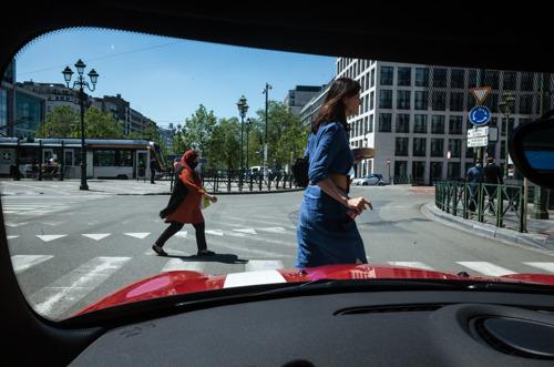 MINI en Brussels Street Photography Festival lanceren uniek fotoproject #seenfromaMINI