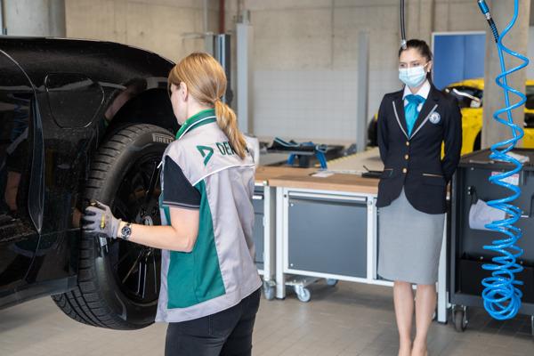 Preview: Une voiture de sport électrique accomplit un marathon de drift au Hockenheimring