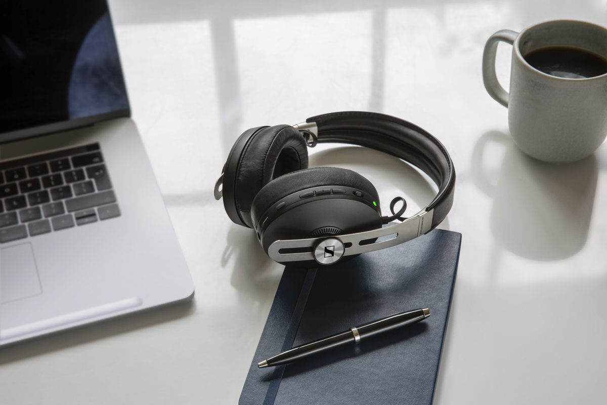 Superior sound, various smart features, Active Noise Cancellation and Transparent Hearing – the MOMENTUM Wireless enhances your podcast experience