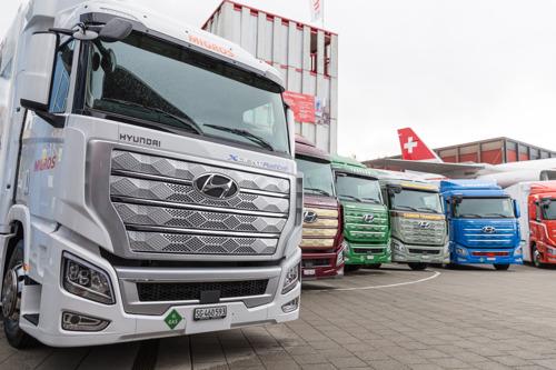 Hyundai Motors liefert die ersten XCIENT Fuel Cell Trucks in der Schweiz aus und kündet die Expansion auf die globalen Nutzfahrzeugmärkte an