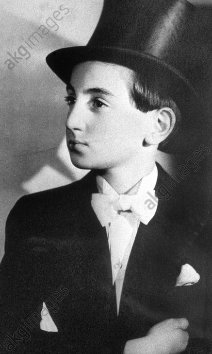 Portrait of young Charles Aznavour at the beginning of his career. Photo, around 1936.<br/><br/>AKG2141924