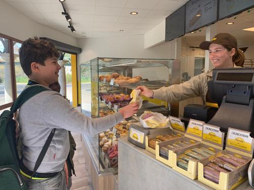 Panos opent eerste winkel in Bobbejaanland