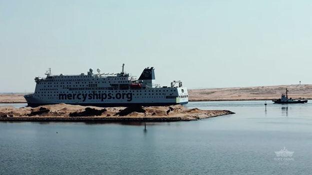 """Der Global Mercy® wurde am 28. August 2021 in einer """"humanitäre Geste"""" freie Durchfahrt durch den Suezkanal gewährt. (Foto mit freundlicher Genehmigung der Suezkanal-Behörde)"""