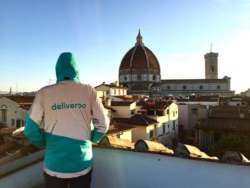 Deliveroo celebra il suo primo anno a Firenze