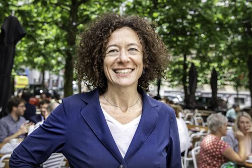De Kamer keurt de kandidatuur van Yasmine Kherbache voor rechter in het Grondwettelijk Hof goed