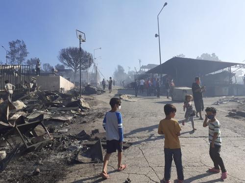 Incendio en Moria: MSF pide la evacuación a un lugar seguro de todas las personas que albergaba el campo
