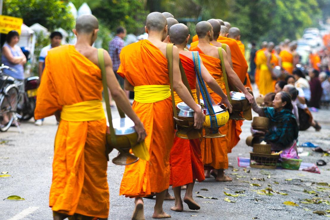Laos_Luang Prabang Alms Giving