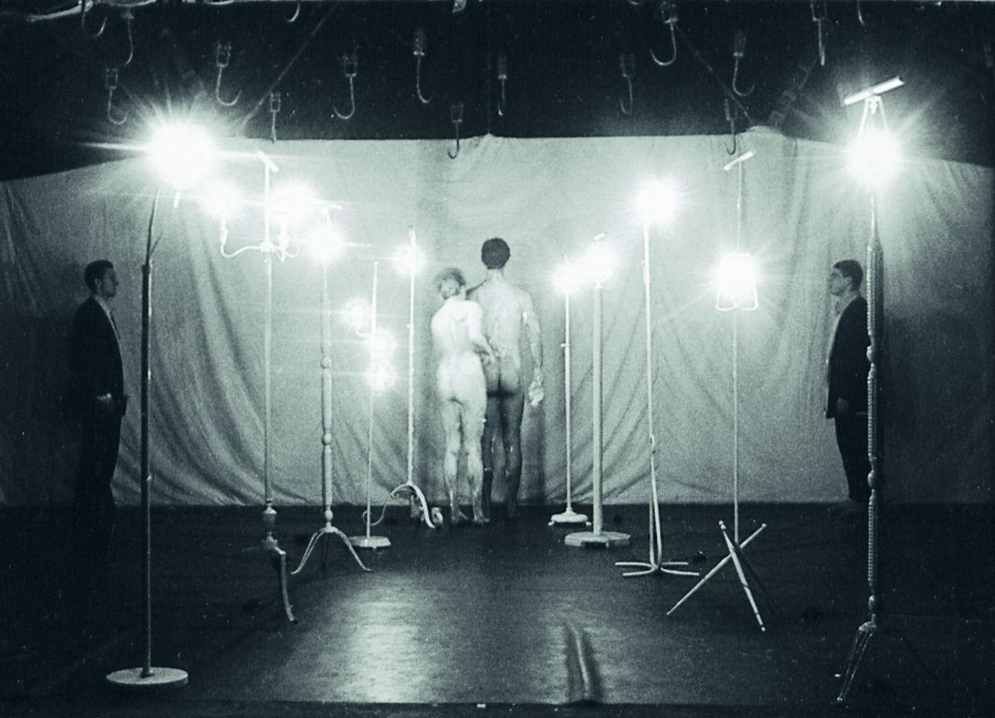 Het is theater zoals te verwachten en te voorzien was, Jan Fabre, 1983. Foto Bob van Dantzig