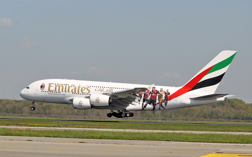 Emirates and AC Milan Surprise Travellers