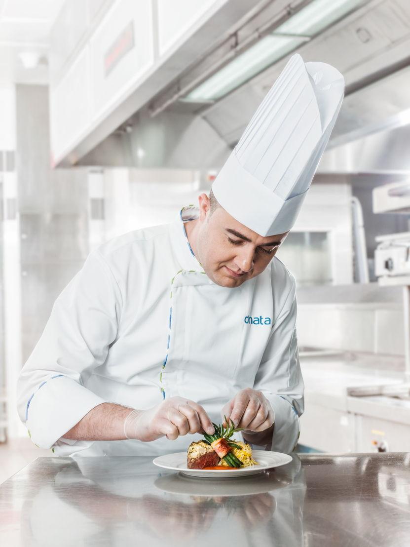 توفر دناتا أكثر من 320 ألف وجبة يومياً في جميع أنحاء العالم إلى أكثر من 190 شركة خطوط جوية.