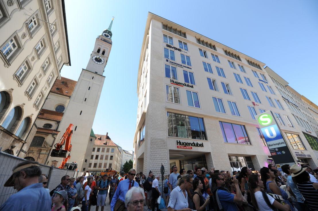Das neue Hugendubel-Haus am Marienplatz am Eröffnungstag um 11 Uhr.