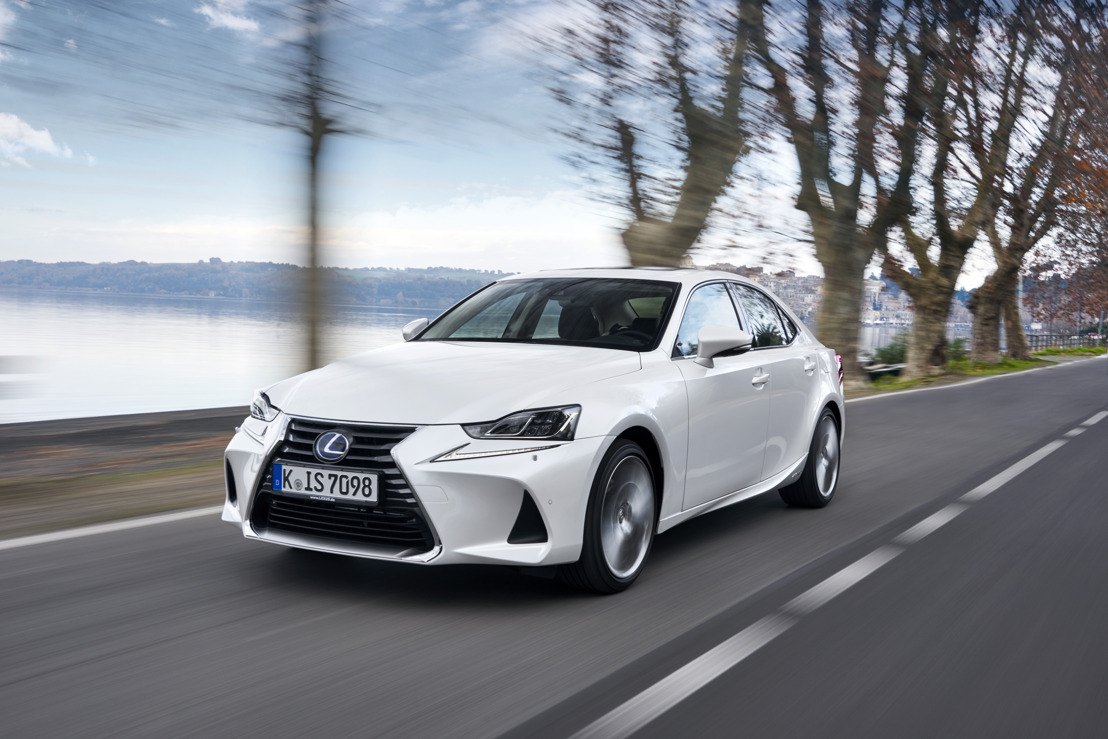 NOUVELLE LEXUS IS 300h