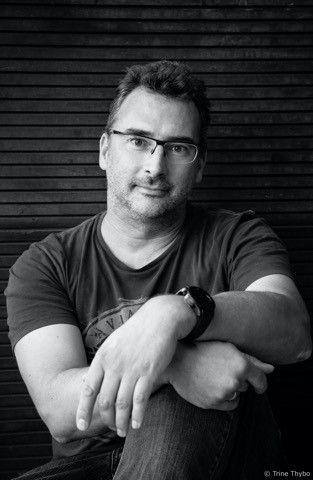 Carsten Kümmel, expert, maître du son et ingénieur du son, ayant de nombreuses années d'expérience à son actif, qui enseigne aussi comme professeur en sonorisation et en enregistrement live à l'université de sciences appliquées de Darmstadt. Copyright : Trine Thybo