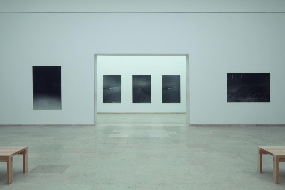 Dirk Braeckman inaugure son exposition solo au Pavillon belge à la 57e Biennale de Venise
