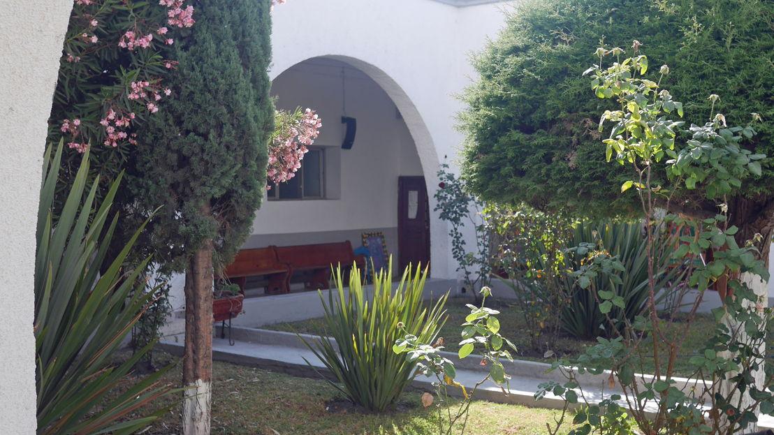 Jardín interno de la Parroquia de Santa María de Guadalupe
