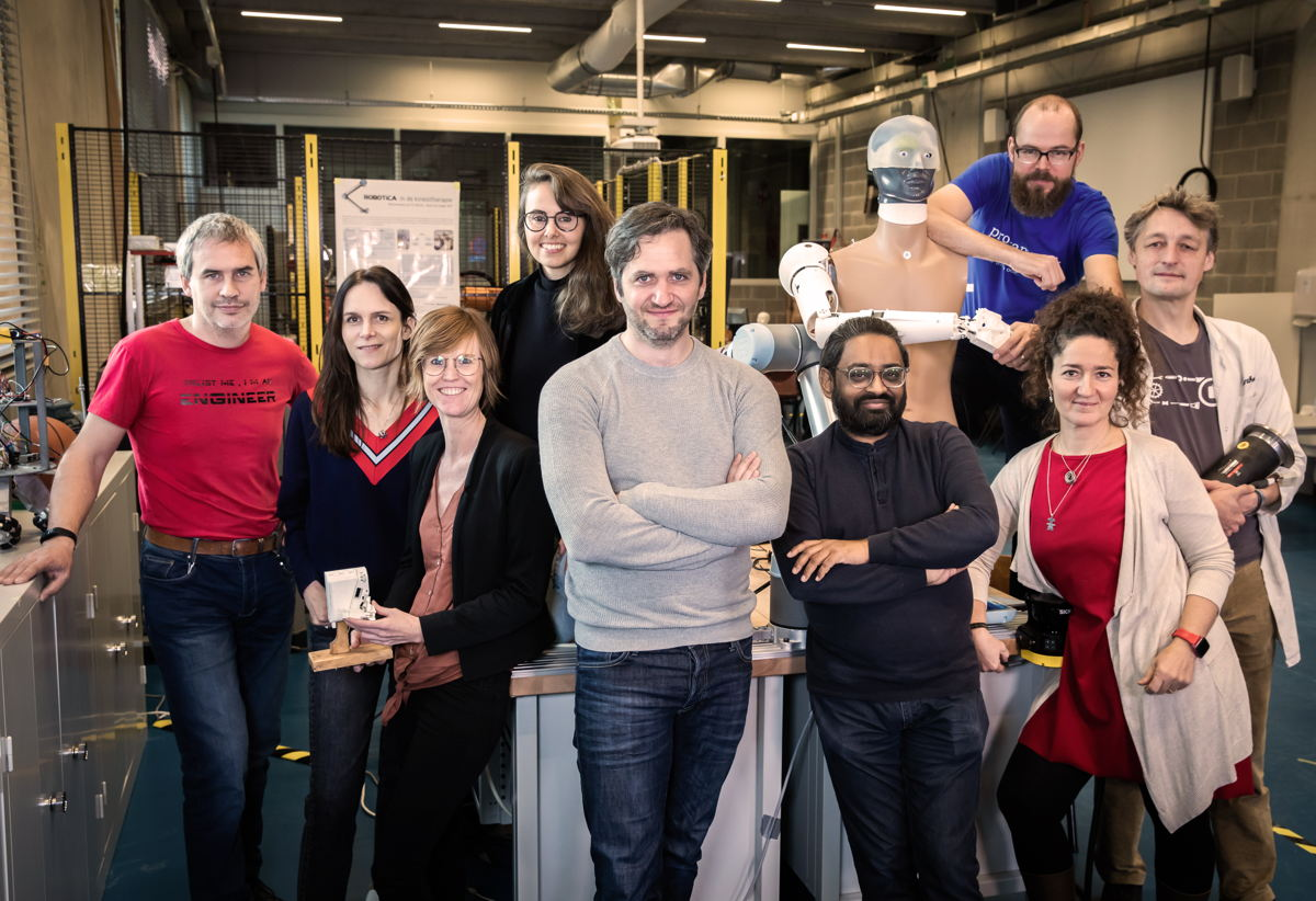 Team Scheire 2: Vlnr: Ronald, Katrien, Lynn, Kristel, Lieven, Deepak, Maarten, Maria-Cristina en Anthony         (c) Sofie Silbermann/ VRT