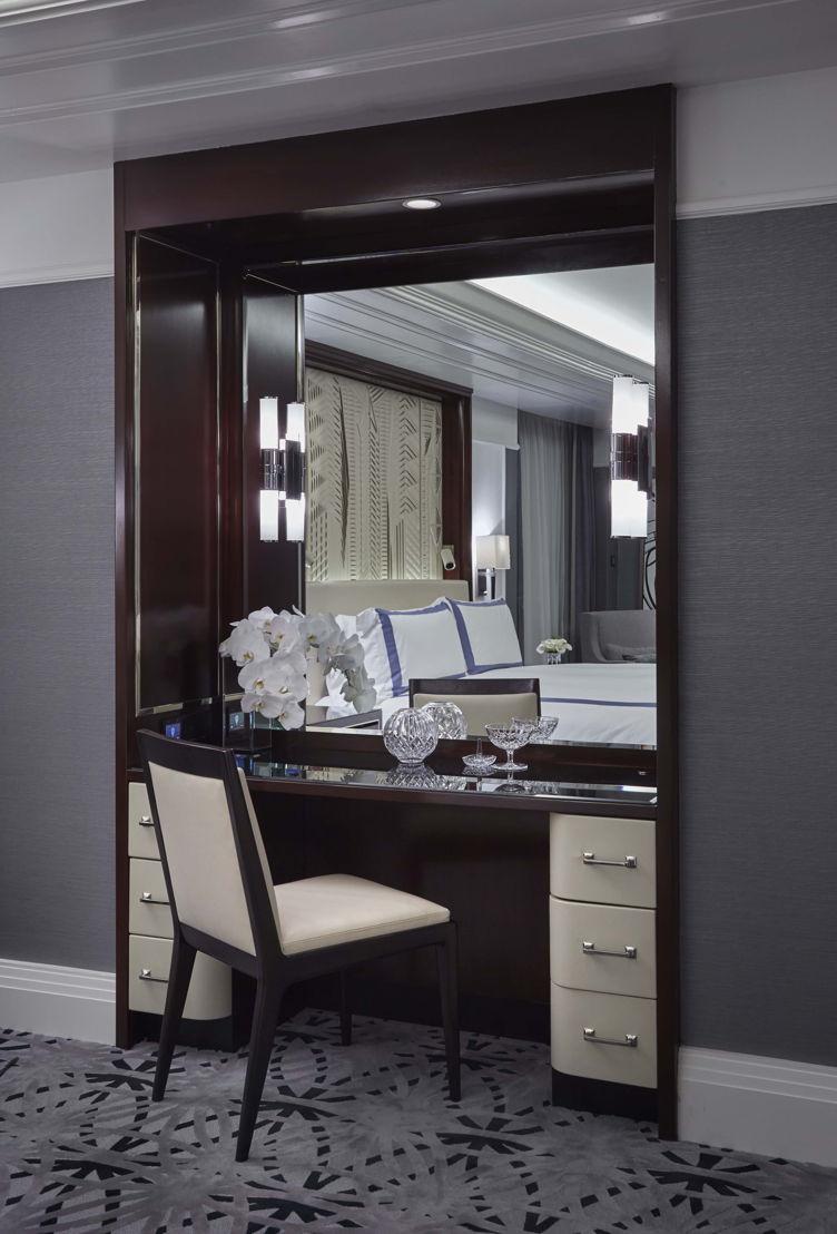 Fifth Avenue Suite Vanity