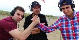 Een spannende dj-battle tussen beide finalisten eindigde in het voordeel van Sample (links)