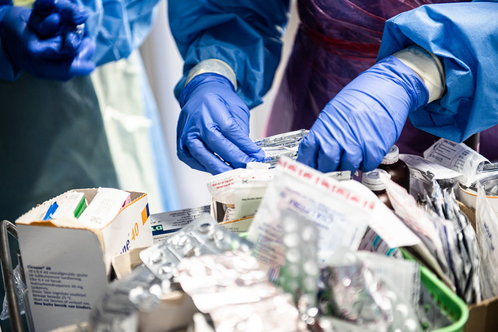 COVID-19 wards and COVID-19 suspect wards are also acute internal medicine wards, where there are a range of comorbidities to be managed. Often in the hurly burly of an emergency situation comorbidities are missed, or the rapidly deployed staff do not have the right experience, and rectifying this situation requires expert attention and lots and lots of training, which MSF in South Africa with its roots in HIV/TB care was well placed to provide. Photographer: MSF/Chris Allan