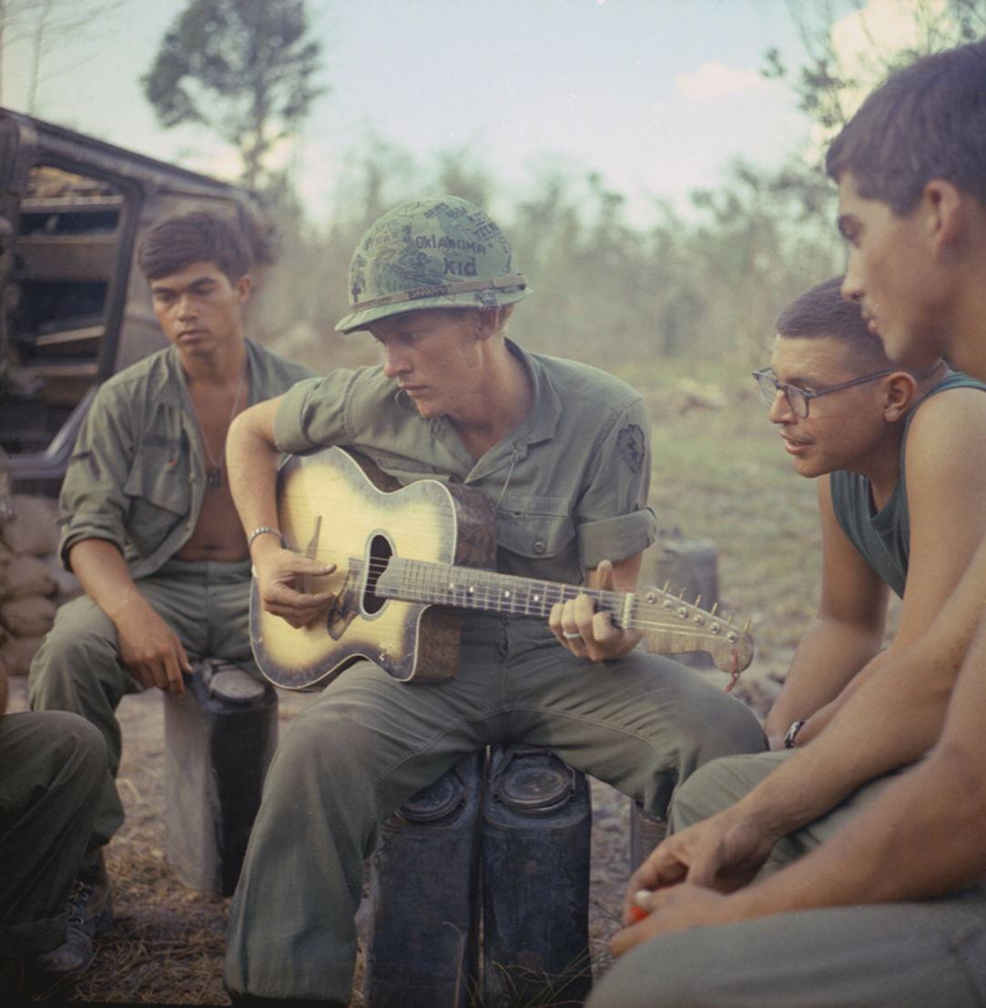 The Vietnam War - Aflevering 7: Soldaten van de 25ste Infanterie Divisie nabij Saigon 1968 - (c) NARA