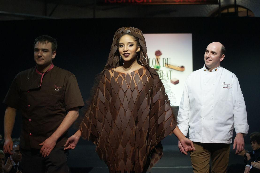 Om 20 uur volgt het langverwachte defiléDes robes en chocolat confectionnées par les plus grands créateurs.