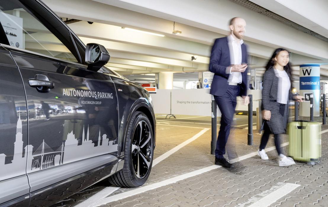 Le Groupe Volkswagen annonce l'intégration de série du stationnement autonome