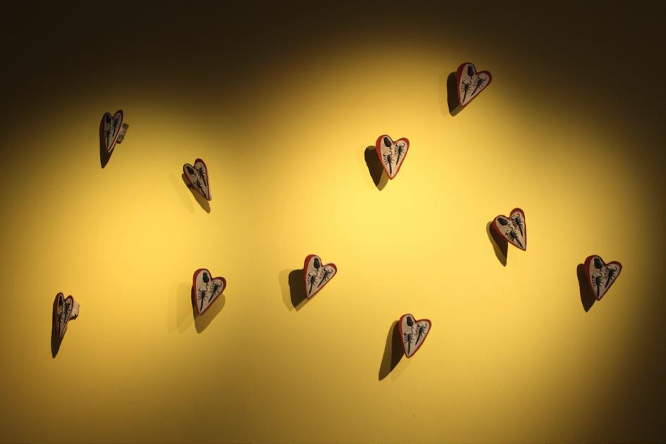 Yto Barrada. Lying Stone Hearts (Fake fossil series, two scorpions an trilobite), 2015 © Yto Barrada. Courtesy Sfeir-Semler Gallery, Hamburg/Beirut; Pace Gallery, Londen; Galerie Polaris, Parijs. Photo (c) Dirk Pauwels