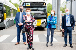 Vlaams minister Lydia Peeters lanceert eerste elektrische bussen in Antwerpen