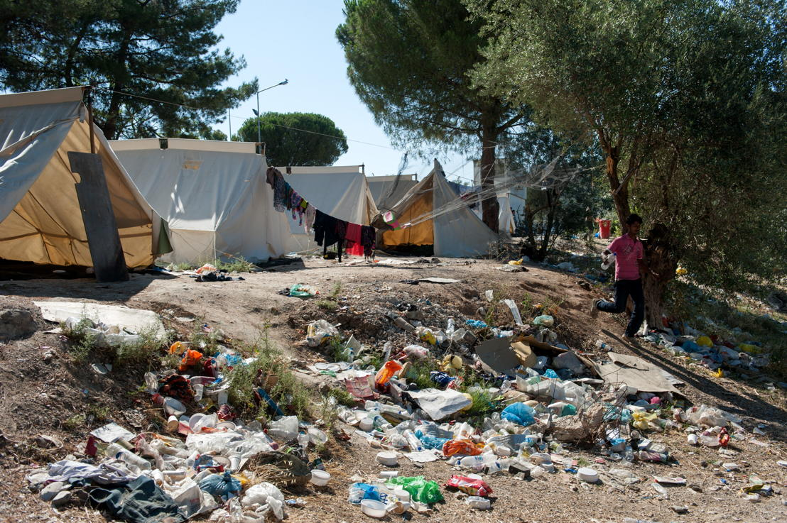 Afval ligt overal in Kara Tepe kamp © Georgios Makkas