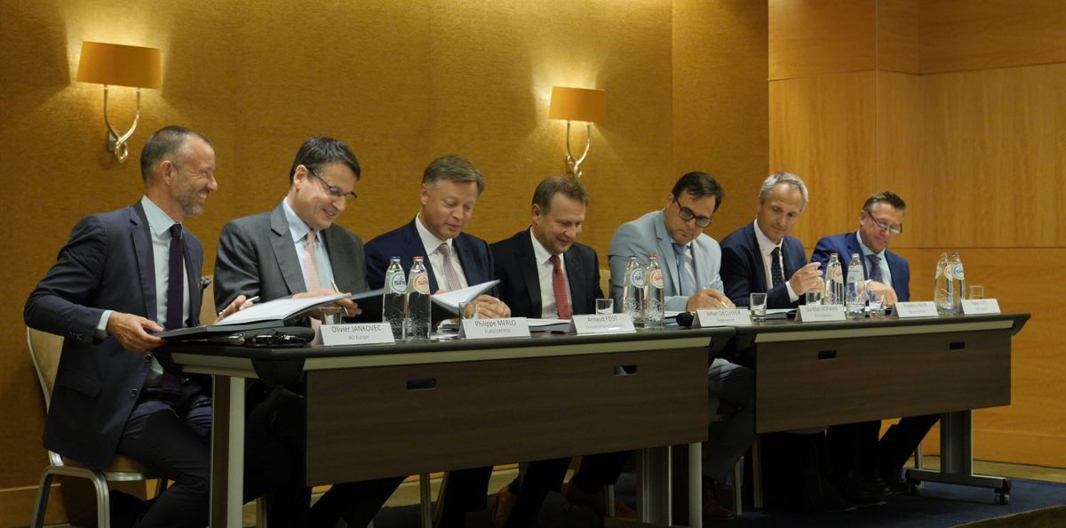 Signature du CEM : Olivier Jankovic (ACI Europe), Philippe Merlo (EUROCONTROL), Arnaud Feist (Brussels Airport Company), Johan Decuyper (Belgocontrol), Gunther Hofman (TUI fly Benelux), Frédéric Paepe (Brussels Airlines) et Peter Caes (DHL Aviation)
