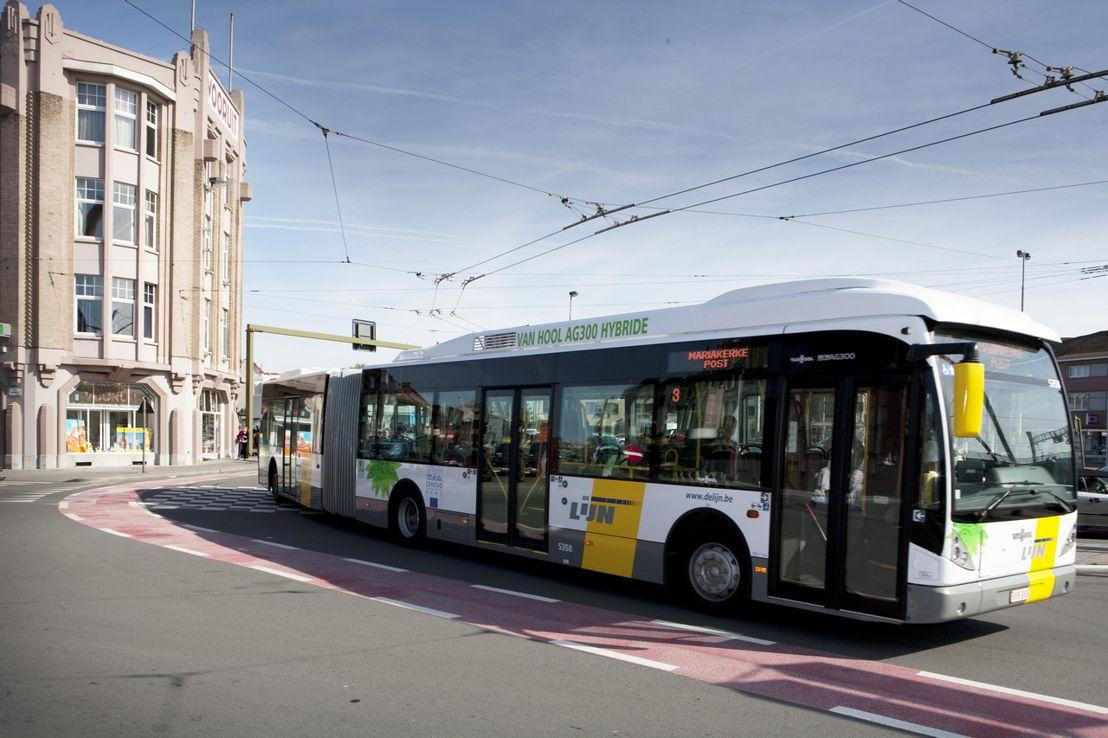 Een hybride (dieselelektrische) gelede bus in Gent.