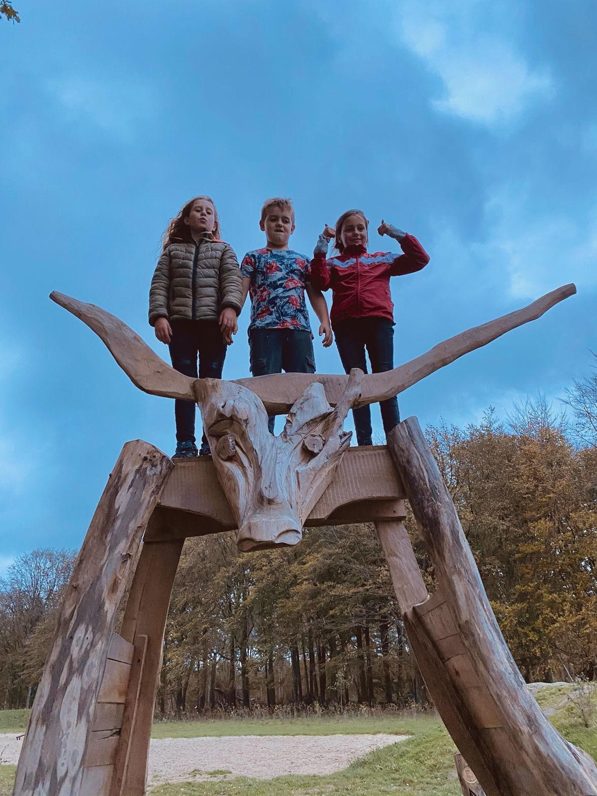 """De stier is de mascotte van het landschapspark.  """"Bulskampveld"""" komt van """"bulnas campa"""", wat """"stierenveld"""" betekent."""