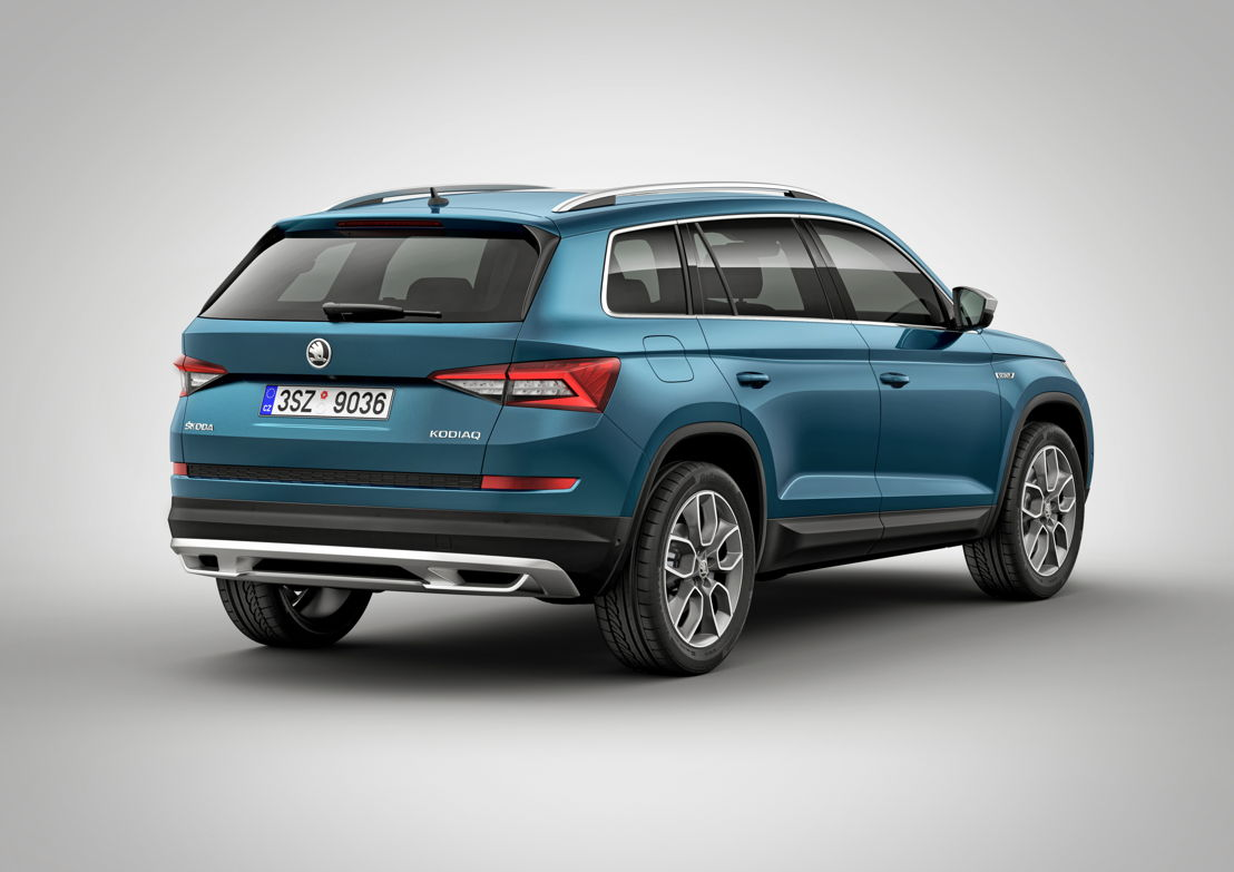 The side view of each of the ŠKODA KODIAQ models is characterised by short overhangs, their sloping roofline that is visually extended by a line in the D-pillar, and the tapered rear.