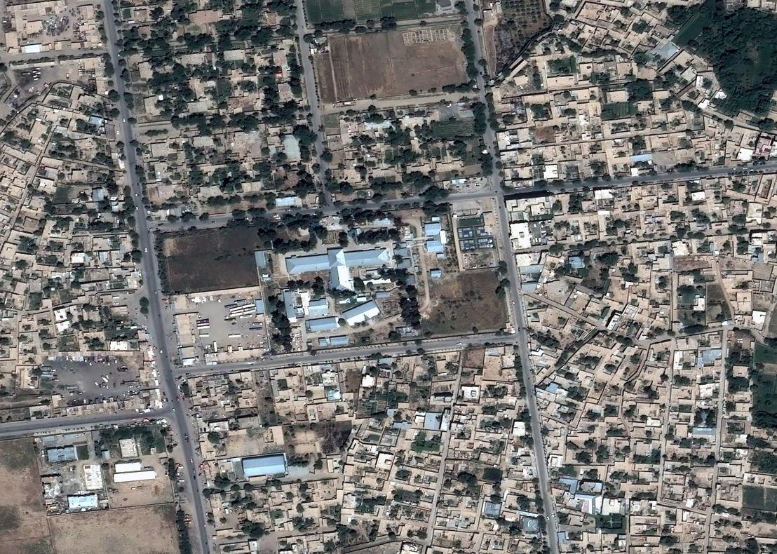 Satellietbeeld van het ziekenhuis vóór de aanval