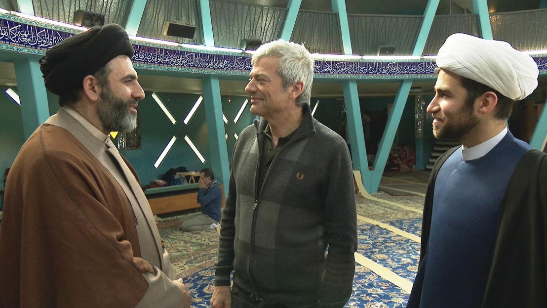 Aflevering 7: Jan met sjiitische geestelijken in Hamburg - (c) Warner Bros ITVP België