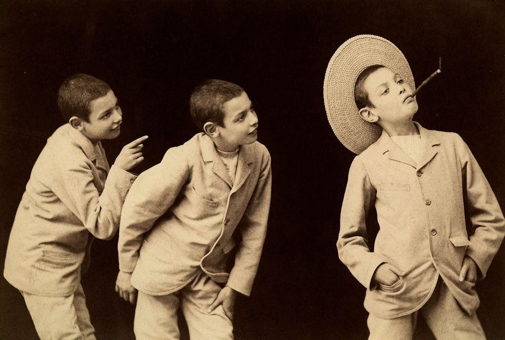 """AKG4559099 """"Photographie multiple"""" (photographie avec exposition multiple). Étude photographique d'un jeune garçon. Photographie de Vittorio Alinari. (c) Alinari Archives / FAF Toscana / akg-images"""