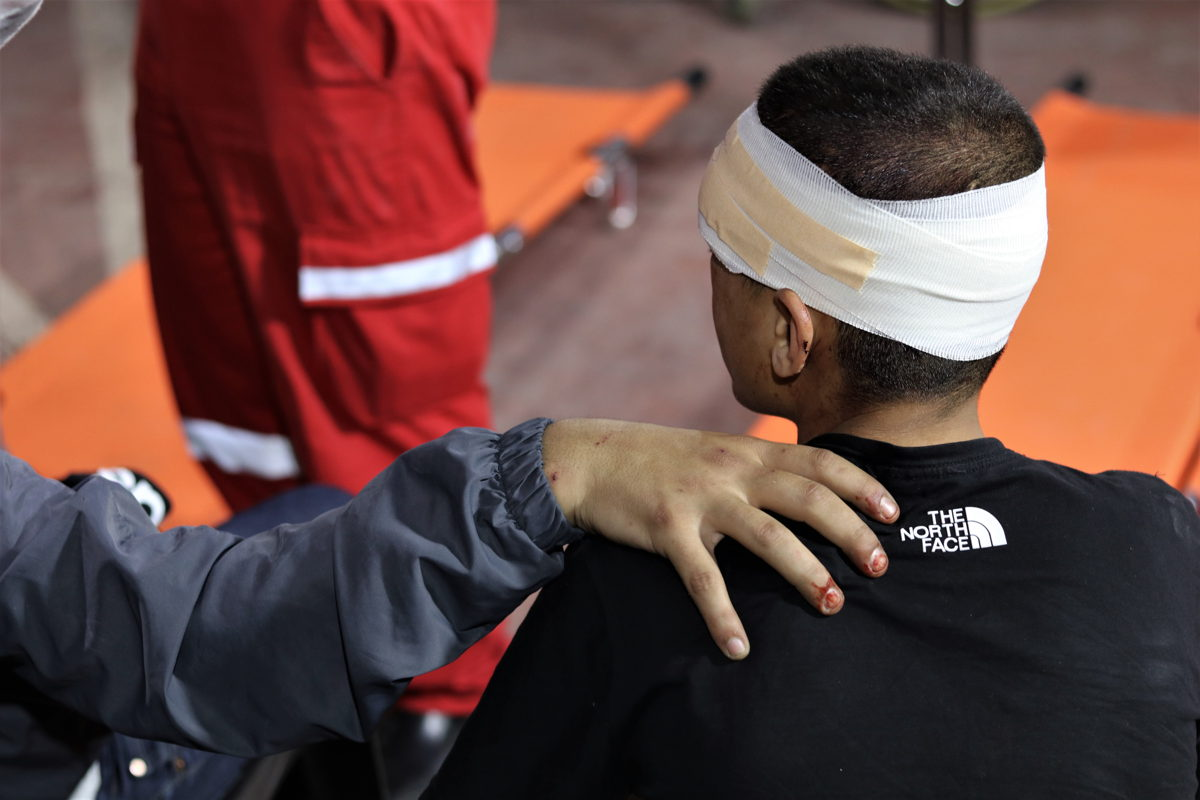 Atención médica a las personas que fueron heridas por la policía israelí en Jerusalén el pasado lunes 10 de mayo. Foto: Tetiana Gaviuk / MSF