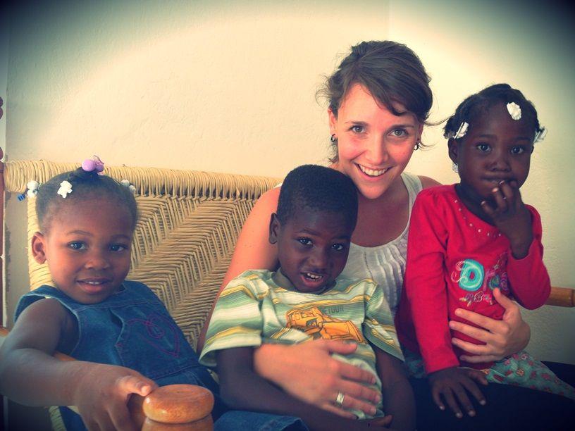 Sofie Peeters en Naomi Vandamme in Haïti