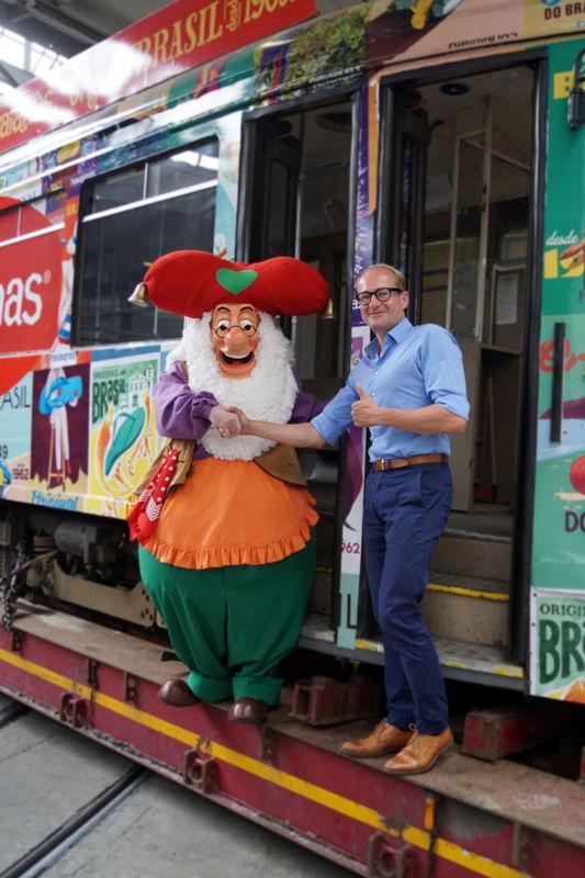 Kabouter Plop en Vlaams minister van Mobiliteit Ben Weyts (foto: Plopsa Group)