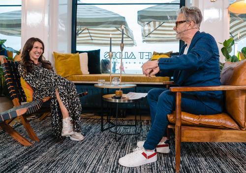 Sandra Bekkari en Jaimie van Down the Road op bezoek bij Marcel Vanthilt