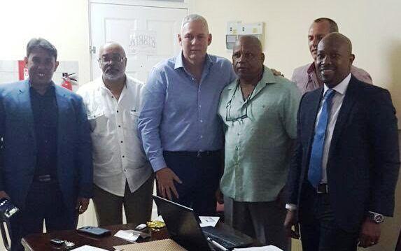La mission commerciale de l'O.E.C.O rencontre Hon. Allen Chastanet, Premier ministre de St. Lucie, Didacus Jules, Directeur Général de l'O.E.C.O et d'autres professionnels.