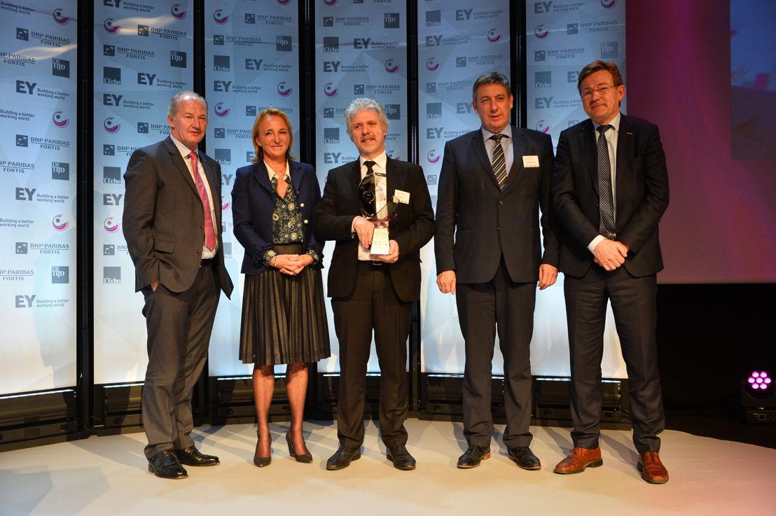 'Organisation publique de l'Année' 2017:  SPF Finances. Du gauche à droite:  Rudi Braes (EY), Michèle Sioen, Hans D'Hondt (SPF Finances), Ministre Jan Jambon et Ministre Johan Van Overtveldt. (c)Eric Charneux