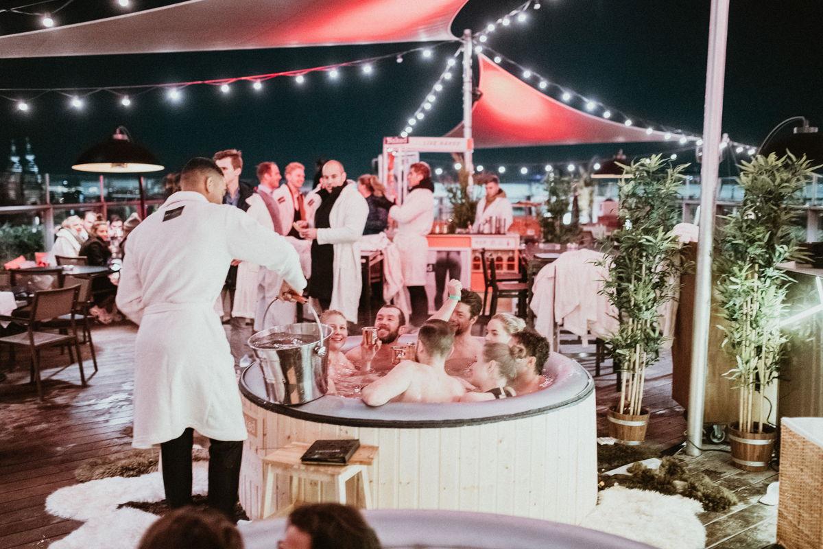 Hotelnacht 2019 - Naked Party op het dakterras van DoubleTree by Hilton Amsterdam Centraal Station