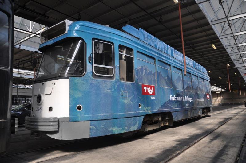 PCC-tram met reclame voor Visit Tirol. (foto: De Lijn)