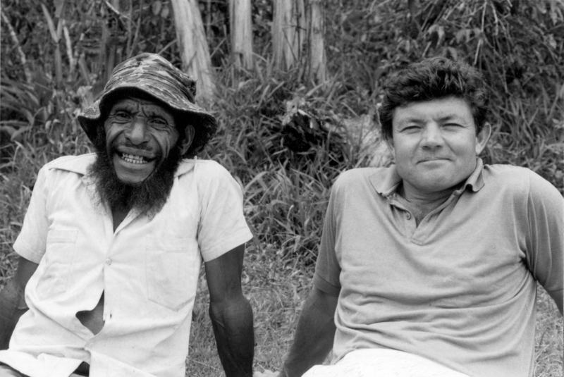 Clan leader Popina Mai with Bob Connolly, during making of Joe Leahy's Neighbours