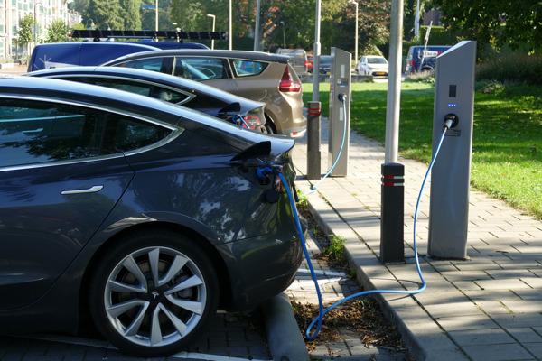 Twee op de drie Belgen overwegen milieuvriendelijke wagen binnen de twee jaar te kopen